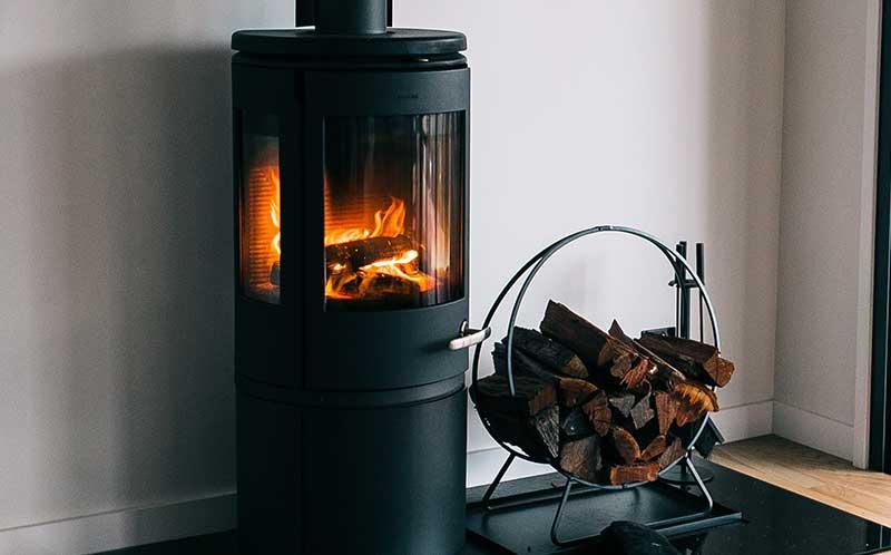 Voorkom een schoorsteenbrand en laat uw schoorsteen jaarlijks reinigen.