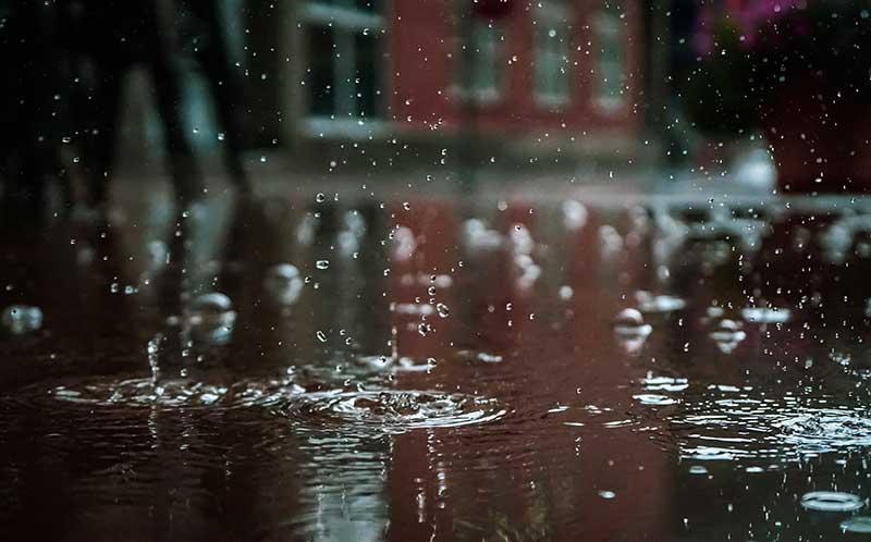 Waterschade kan eenvoudig worden veroorzaakt door storm. Zorg daarom altijd dat uw verzekeringen op orde zijn!